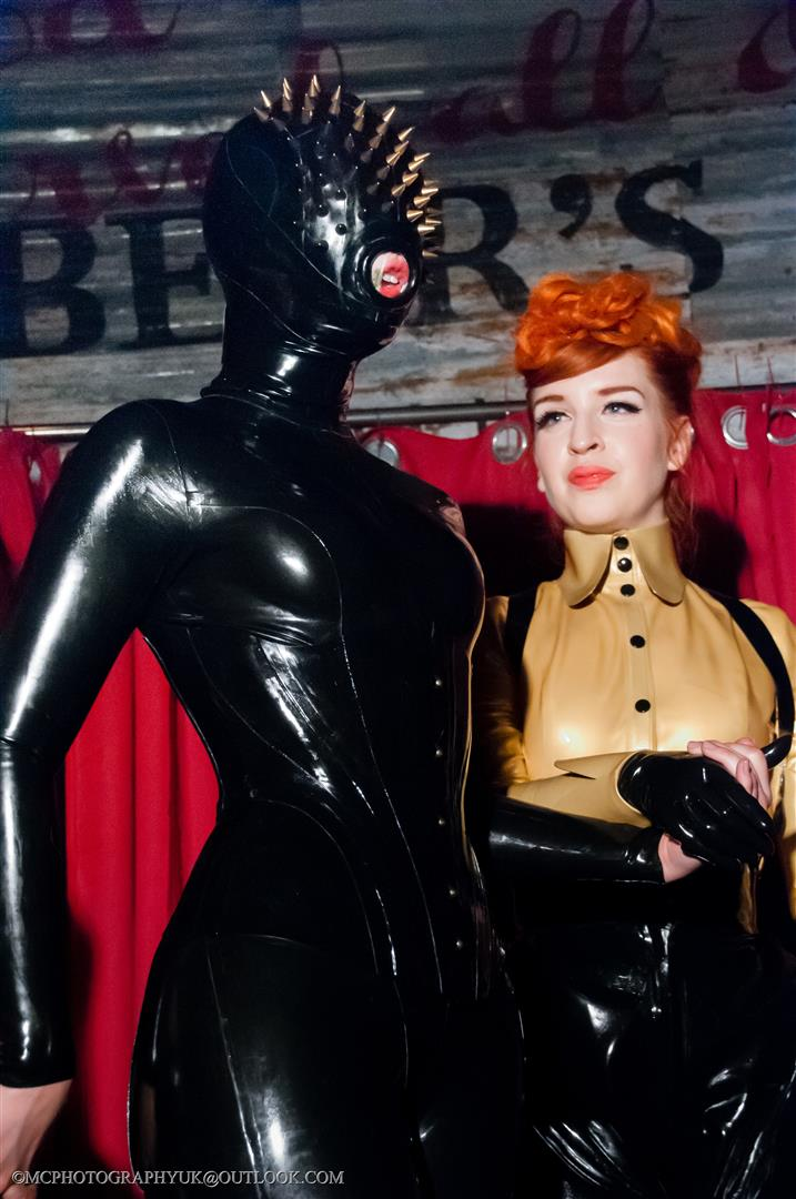 Rubber cult lacing lilith latex model